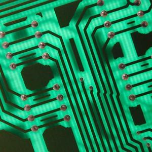 Circuito stampato in verde. Indica i corsi di elettronica organizzati da FabLab Romagna